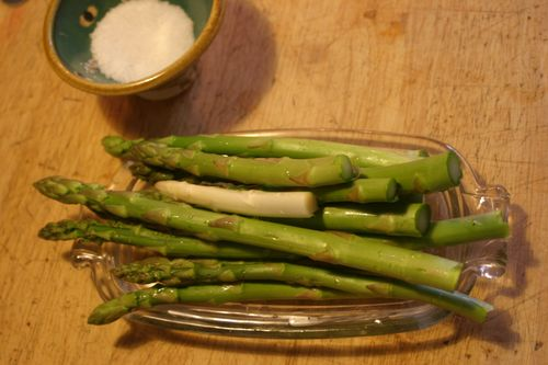 Asparagus (white and green) on platter